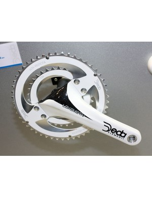 Deda's unique Lokomotiv crank design is based on the idea that the chainrings require the most structural support during the power stroke but little elsewhere