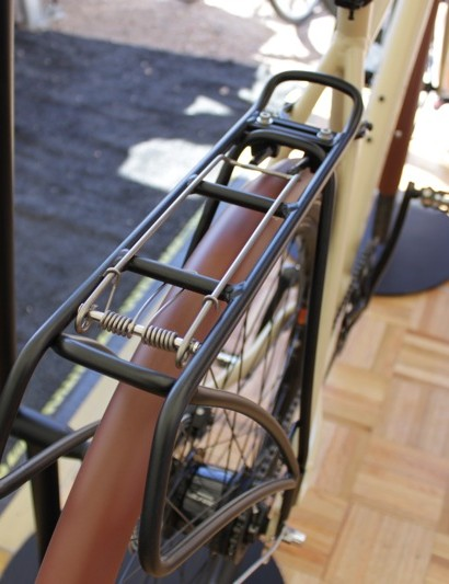 The tubus style alloy rack features a spring loaded top cage and a narrower than normal profile for a unique look