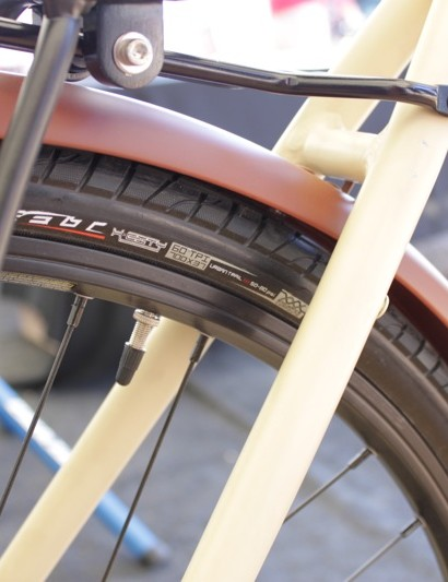 Felt's 60tpi X-City tire is used across the Verza line