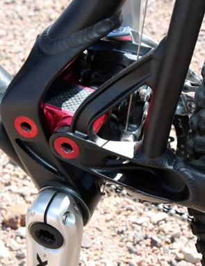 The new asymmetrical chainstay yoke is heavily machined and the lower link gets a dose of carbon