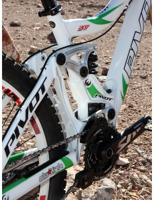 The forged uprights on the rear triangle aim to keep the rear end tracking true