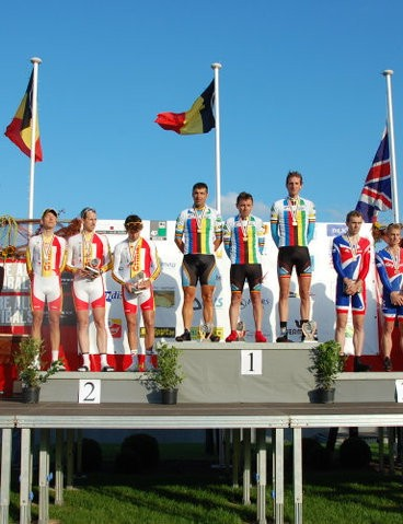 Team time trial podium: Grinta (2nd), Belgium (1st), Great Britain (3rd)