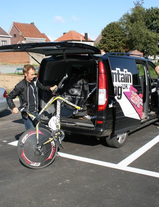 Team GB unpack the MBUK Mercedes Vito