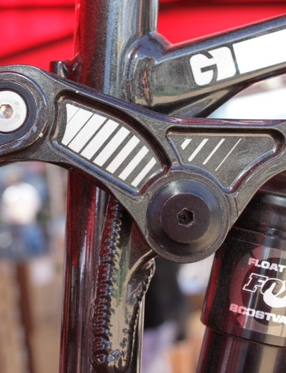 The Dixon's linkage is CNC machined at Devinci's factory; the link's seatstay pivot features a chip that allows geometry adjustment