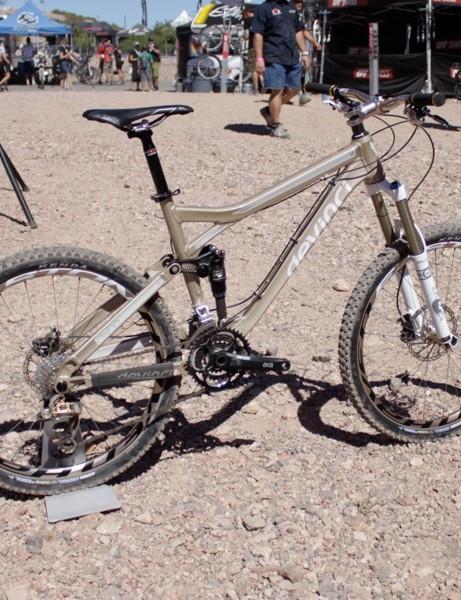 Devinci's complete Dixon SL 145mm trail bike