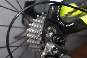 Three bolts for the aluminium inner dropout face, and rear mech hanger, fit to the carbon dropout