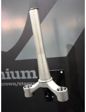 Fox showed the new RAD titanium crown and steeer in a tapered 1-1/8 to 1-1/2in size – this looks likely to become the de facto standard