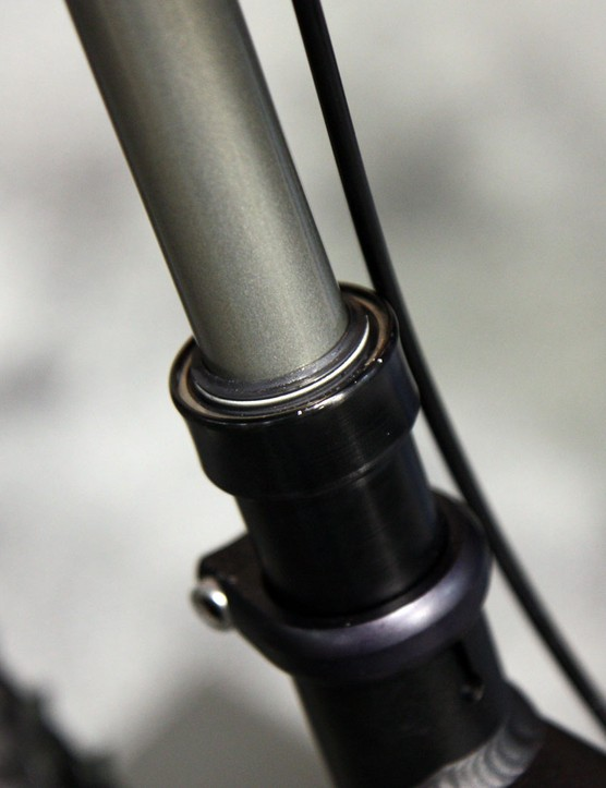 The spring loaded wiper seal is similar to the ones Fox use on their suspension forks