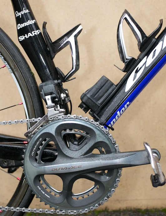 PRO bottle cages surround the Di2 battery mount