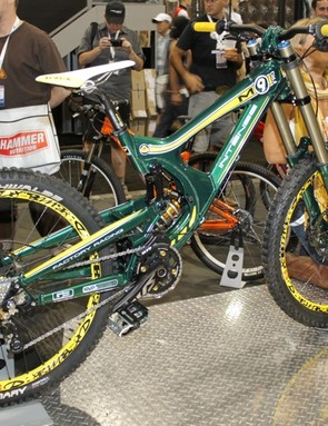 Intense Cycles M9-FRO F1 editon in Renault colours