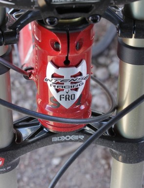 The 1.5in head tube uses a pinch bolt so that the Cane Creek AngleSet can be easily adjusted
