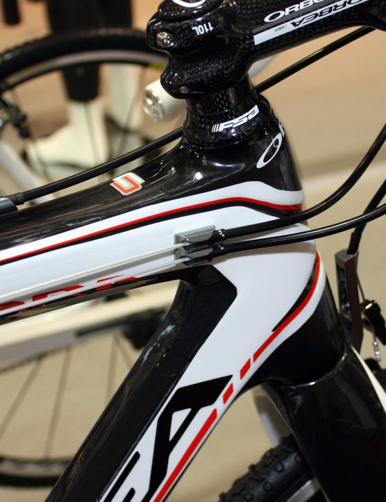 Cables are routed along the top tube and the derailleur lines are fully sealed from end to end