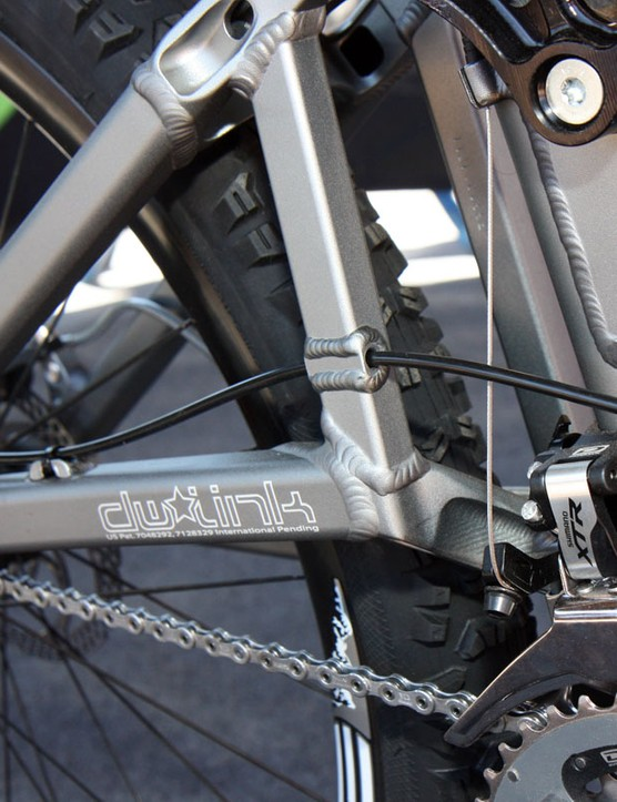 The rear derailleur housing now passes directly through the rear swingarm strut