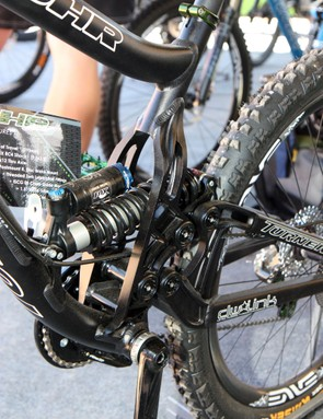 The widely-spaced seat tube should maintain good rigidity between the front and rear triangles