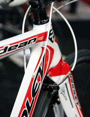 The internally routed derailleur cables feed into the frame at the down tube on the Dean RS, instead of into the top tube like on the standard Dean