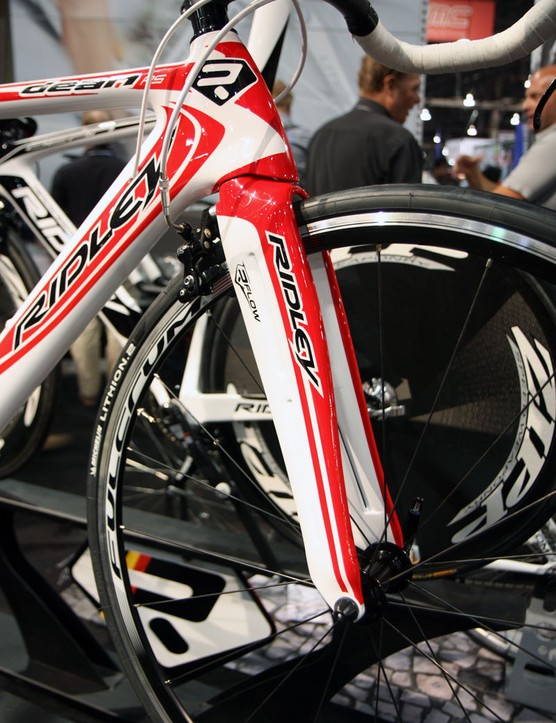 The Ridley Dean RS uses the same full-carbon monocoque R-Flow Jetfoil fork as the full-blown Dean