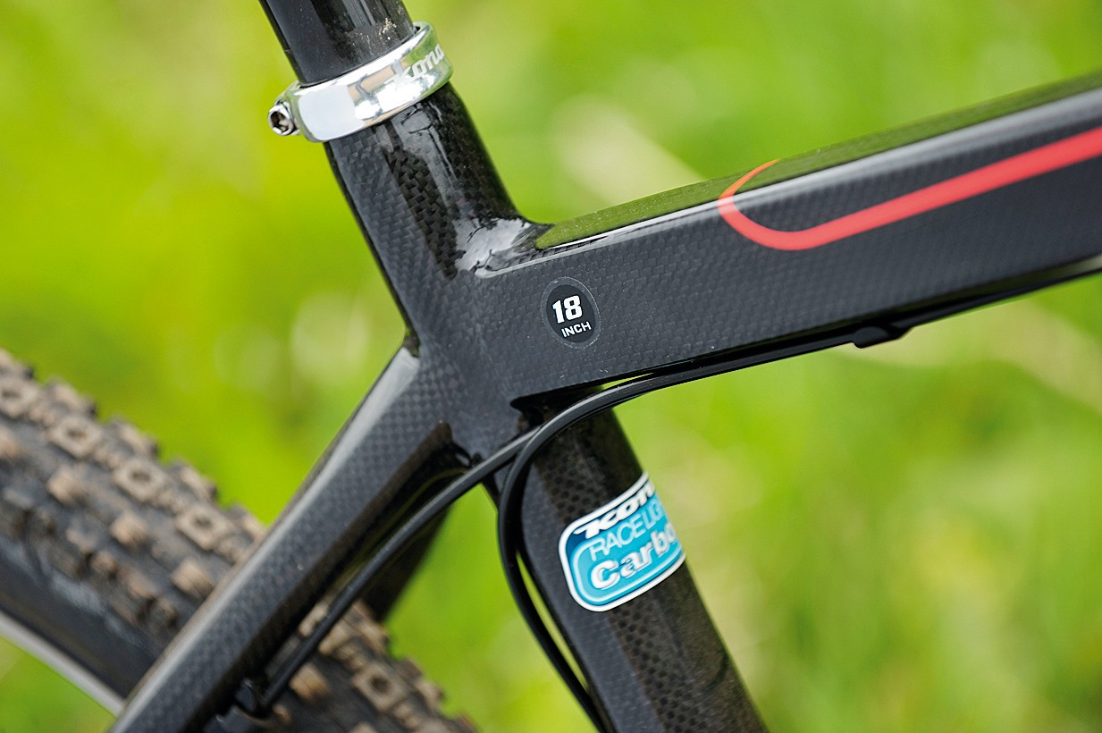 Square and round profile  tubes blend seamlessly  to produce a stiff but  comfortable ride