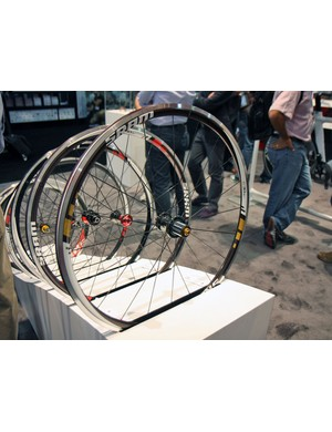 SRAM have added a new flagship model to their alloy road wheel range called the S30AL Gold