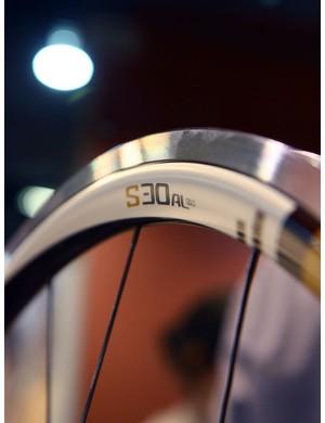 The new SRAM S30AL Gold rims feature a hybrid toroidal profile