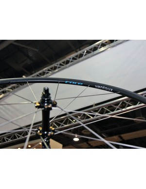 Cole's new T20 Ventoux Lite reportedly weighs just 1,210g and yet costs a relatively reasonable US$1,395