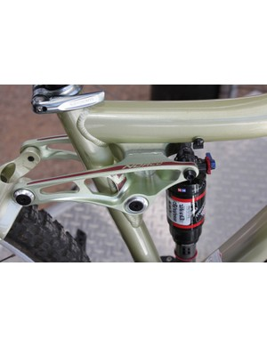 The Vixa is essentially the women't version of the Range; not the guide for a dropper seatpost located just above the shock