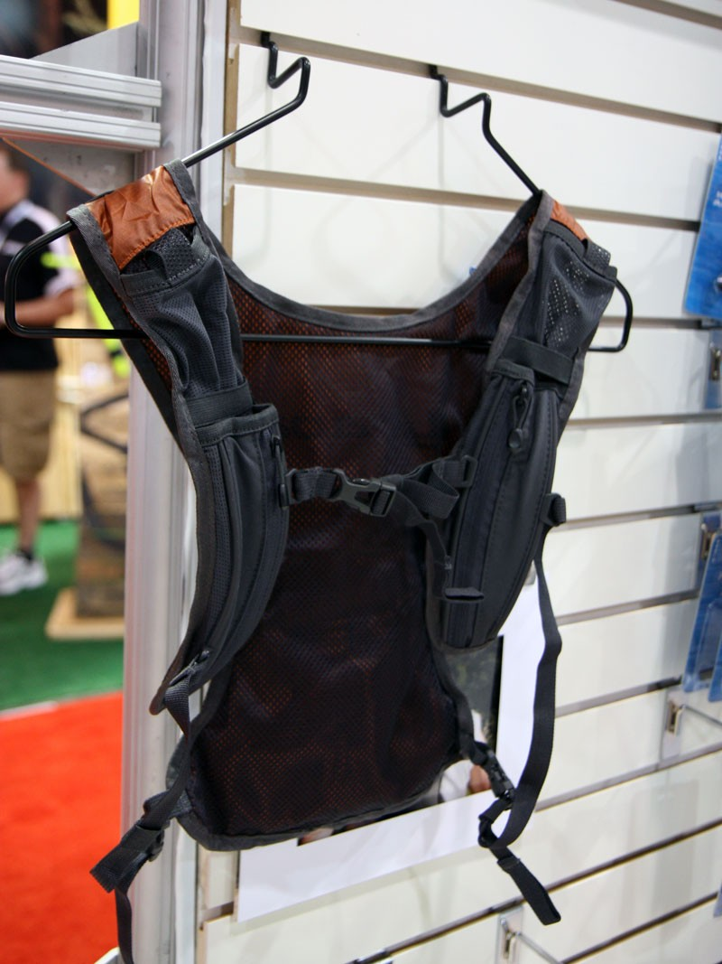 Minimal construction on the back of the Hydrapak E-Lite Vest helps keep the claimed empty weight to just 280g (9.9oz) including the reservoir
