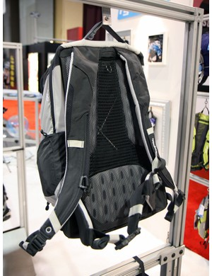 The air mesh suspended back on the Hydrapak Del Mar helps you arrive at work with minimal sweat build-up