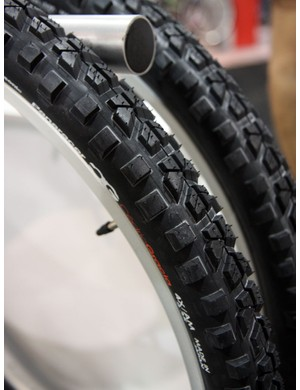 The Panaracer CG 4X/AM tyres are designed for a fast roll when upright but a very aggressive grip when leaned hard into corners