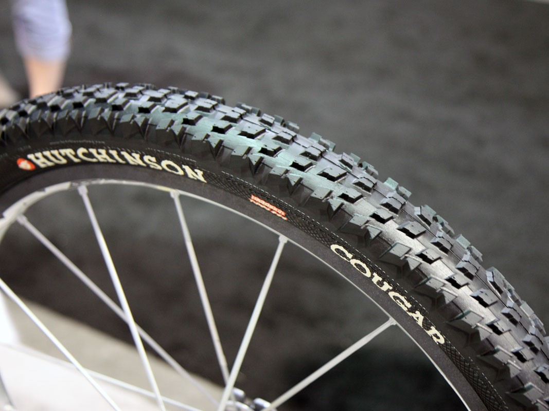 The new Hutchinson Cougar is designed to offer tenacious cornering grip in both dry and wet conditions but also a reasonably fast roll thank to relatively low and ramped centre knobs