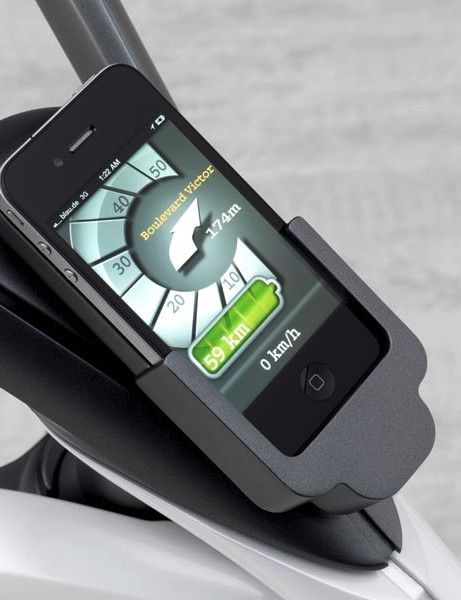 The integrated smartphone (we assume that doesn't come with the bike) has various functions, for example those of a speedometer or a heart rate monitor, a