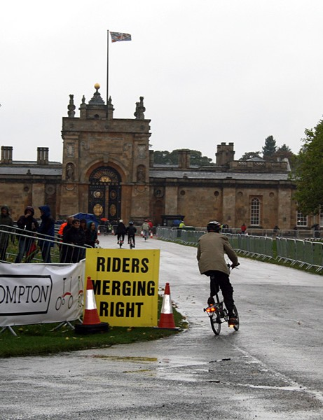 Wet Brompton riders tackle the 6.5km circuit around Blenheim Palace