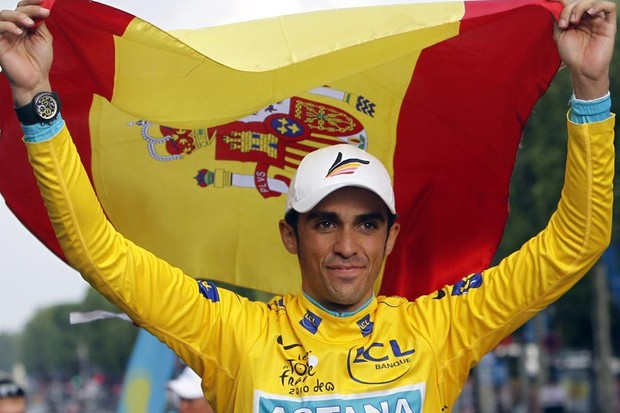 Tour de France 2010 winner, Spain's Alberto Contador parades with a Spanish flag at the end of the 102,5 km and last stage of the 2010 Tour de France