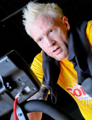 400m sprint star Iwan Thomas was on hand to get the Soreen world record crew revved up