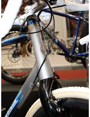 The externally machined and tapered head tube on the Salsa Chili con Crosso should cut down on brake shudder while adding torsional stiffness up front