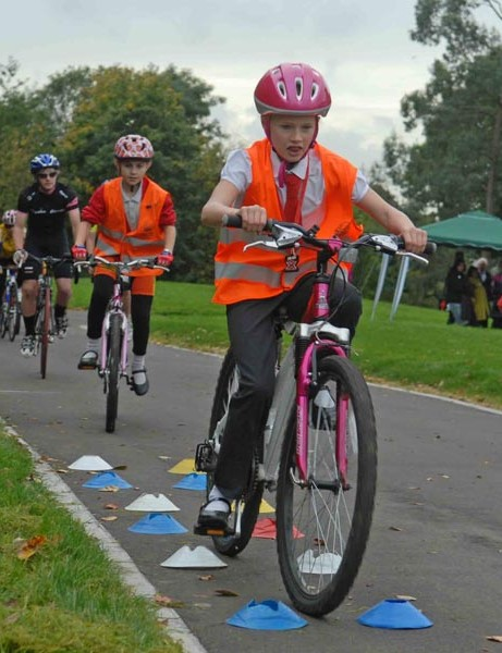 Skills tests on the circuit for safer cycling