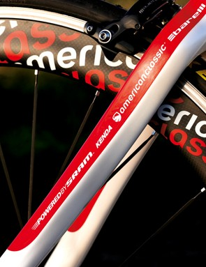 The pro-style sponsors' logos on the seatstays give a slick look to the Interval