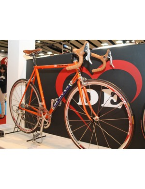 Glitter paint was everywhere on De Rosa's stand at Cycle Show 2010. This is the Primato