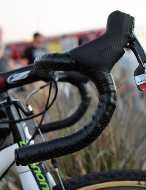 Zipp calls this their 'traditional bend' though the shape is more akin to most manufacturers' semi-anatomic shapes