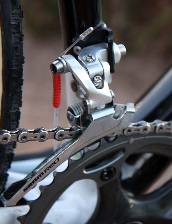 As we've seen on countless occasions, Tim Johnson (Cannondale-CyclocrossWorld.com) prefers the stiffer steel-caged version of SRAM's Red front derailleur