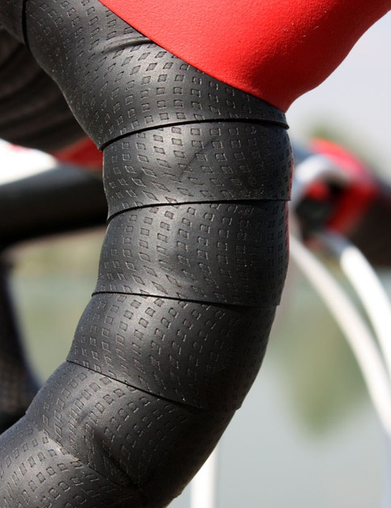 Details, details – Specialized's grippy bar tape feels secure in your hands even when wet and is a perfect choice for 'cross