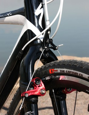 The crown-mounted cable housing stop eliminates brake shuddering but its height limits setup options