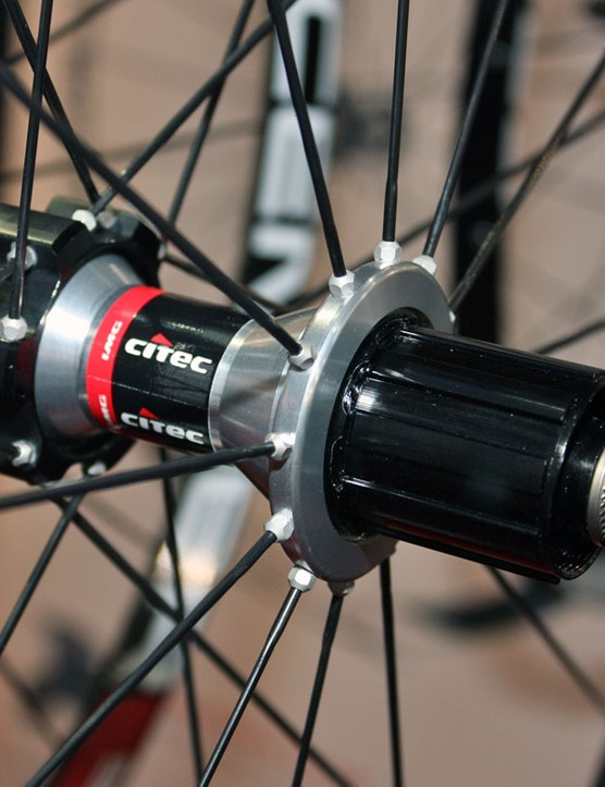 Citec's disc-compatible rear hub uses a DT Swiss alloy freehub body and proven star ratchet internals