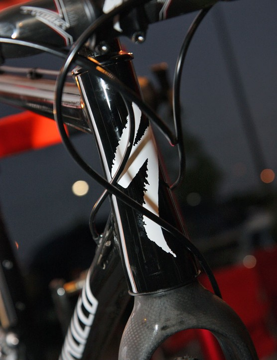 The tapered Specialized CruX head tube wraps around a Ritchey carbon 'cross fork on Todd Wells' (Specialized) prototype test rig