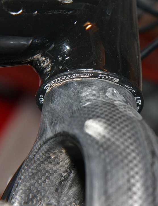 The straight 1-1/8in steerer tube on the Ritchey fork requires a reducer headset to fit into the tapered Specialized CruX head tube