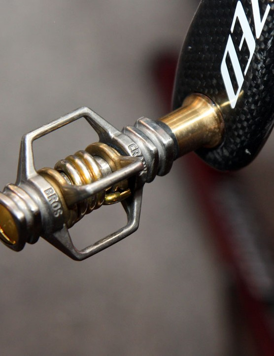 Todd Wells (Specialized) runs CrankBrothers Egg Beater 4ti pedals