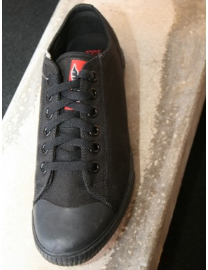 Chrome were showing off a new clipless version of their Kursk trainer. It's a bit more stealthy than the standard Kursk, without the bright red piping, but apart from the sole is otherwise identical. Price TBC