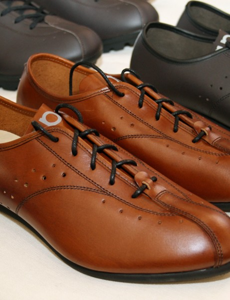Quoc Pham make some of the classiest looking cycle shoes around. No cleat holes here though – flat pedals only