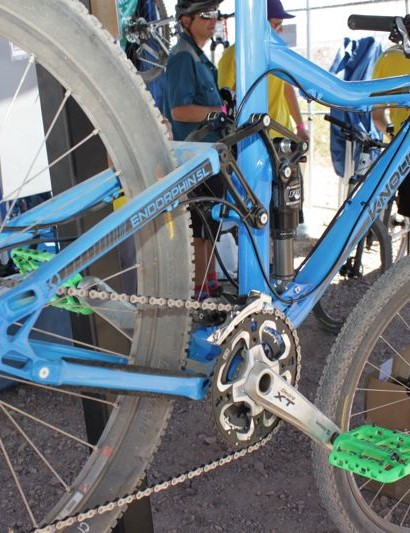 The design leaves room for a full-length seat tube and 2.5in tire clearance on this 125mm-travel chassis