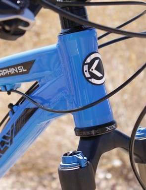 The 44mm ZeroStack head tube can adapt via an external lower cup to accept a tapered steerer tube