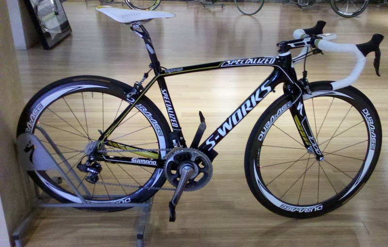 A subtle black and yellow Specialized Tarmac SL3 for the HTC team to start training with